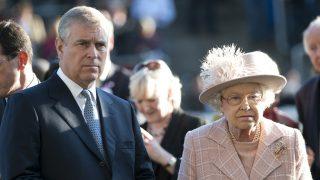 La reina Isabel y el príncipe Andrés / Gtres