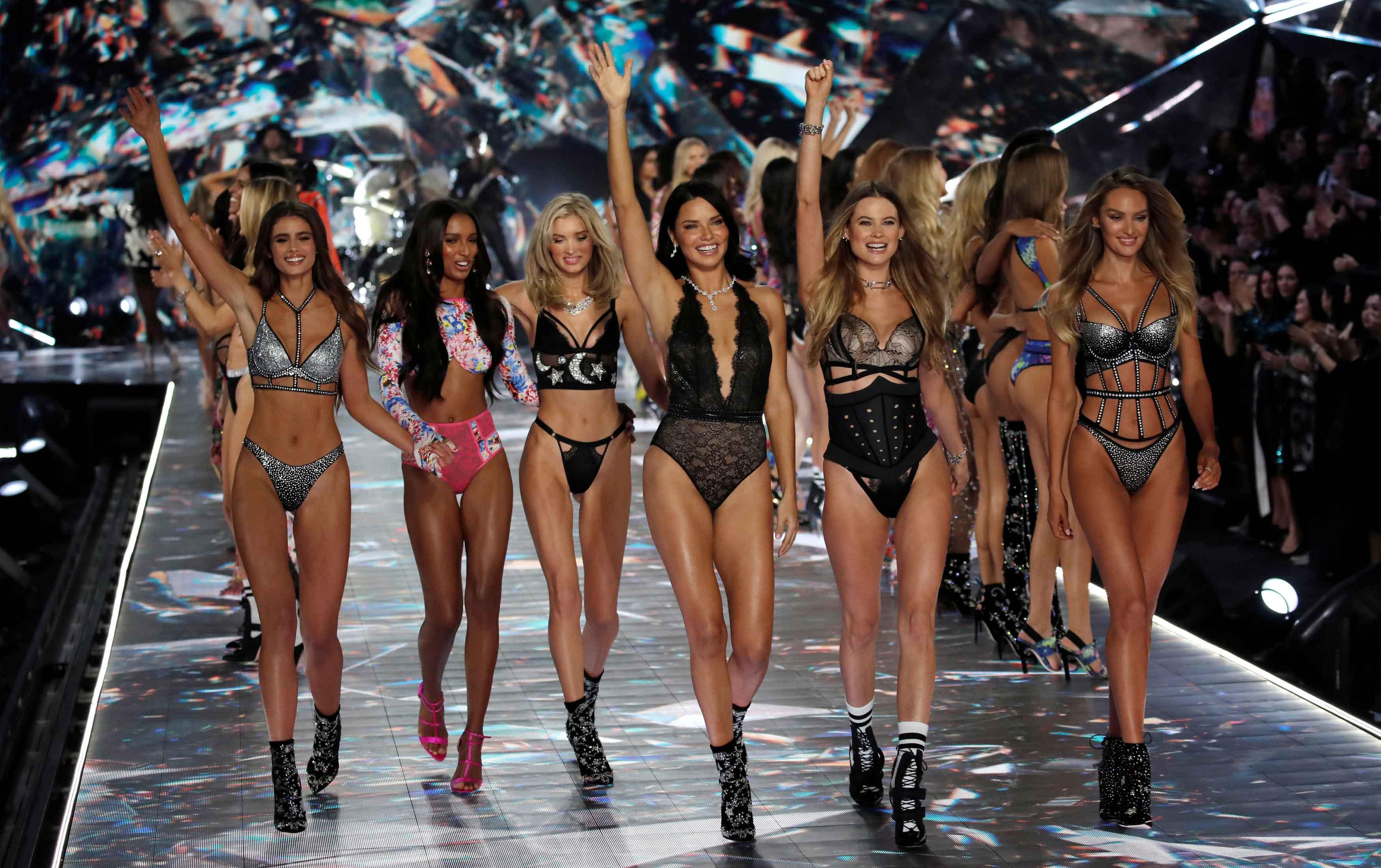 ¡Adiós Victoria's Secret!: Nos despedimos de los ángeles más hot con sus mejores imágenes