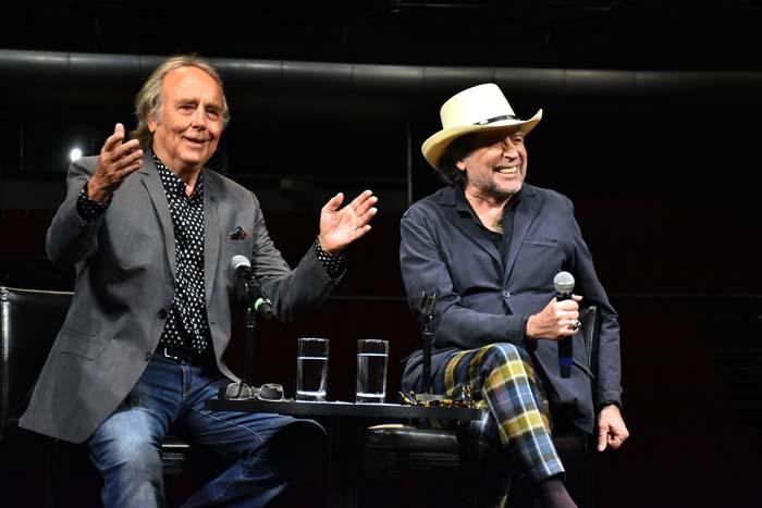 Los cantantes Joan Manuel Serrat y Joaquín Sabina durante durante la promoción de su gira 'No hay dos Sin tres' / Gtres