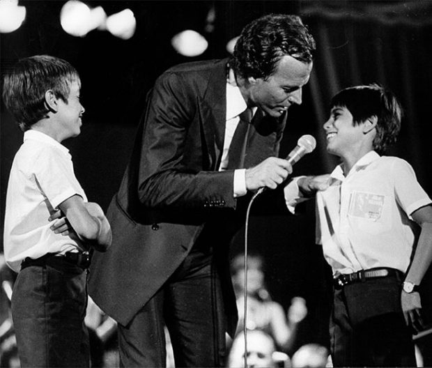 Enrique Iglesias habla abiertamente del distanciamiento con su padre Julio Iglesias
