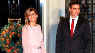 Begoña Gómez y Pedro Sánchez en la entrada de Downing Street / Gtres