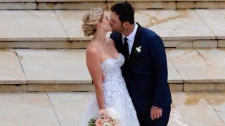 Jon Rahm besa a Kelley Cahill / Gtres