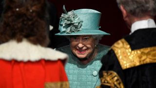 La reina Isabel II durante la apertura del Parlamento británico (Foto: Gtres)