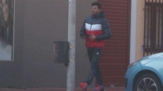 El novio de Paula Echevarría, Miguel Torres, haciendo recados durante la mañana del viernes (Foto: Gtres)