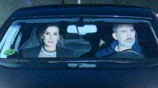Letizia y Felipe llegando a casa de Jesús Ortiz / Gtres