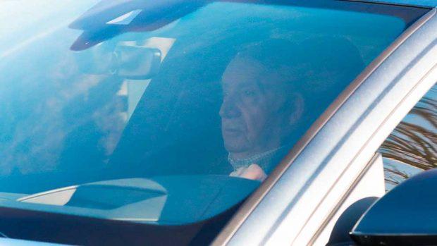 El rey Juan Carlos, el último en despedir a su hermana, la infanta Pilar de Borbón