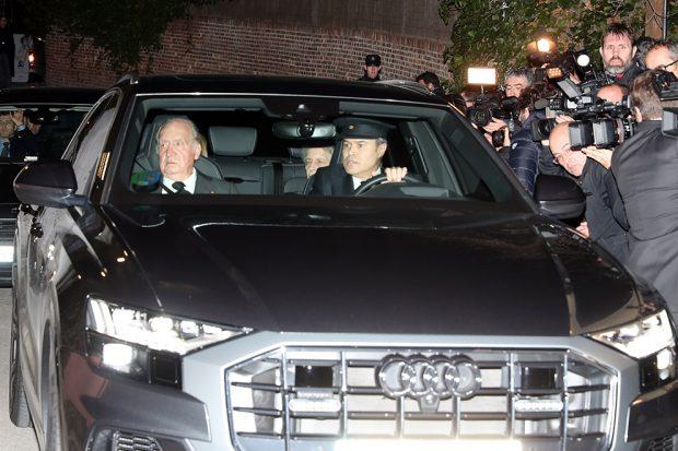 Don Juan Carlos y doña Sofía llegan a la capilla ardiente de la infanta Pilar de Borbón
