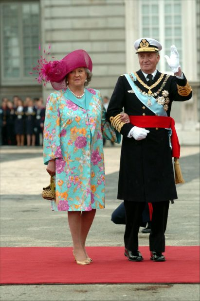 La infanta Pilar de Borbón junto al rey emérito Juan Carlos I (Foto: Gtres)