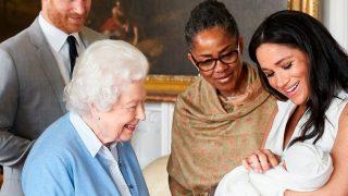 Isabel II junto a su bisnieto, Archie / Gtres