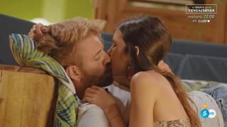 Andrea y Oscar ya no esconden su pasión en 'La isla de las tentaciones'./Mediaset
