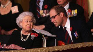 La reina Isabel y el príncipe Guillermo / Gtres