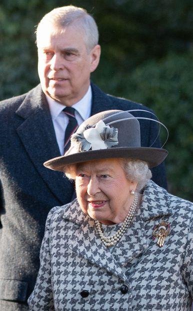 Príncipe Andrés, Isabel II