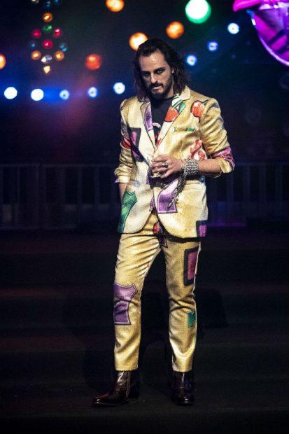 Itziar Castro debuta en las pasarela y se convierte en estrella del desfile de Eduardo Navarrete