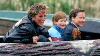 La princesa Diana de Gales junto a sus hijos, el príncipe Harry y el príncipe Guillermo (Foto: GTRES)