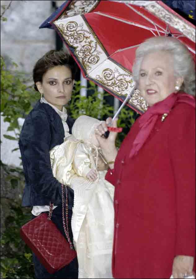 Laura Ponte junto a la Infanta Pilar en una imagen de archivo / GTRES