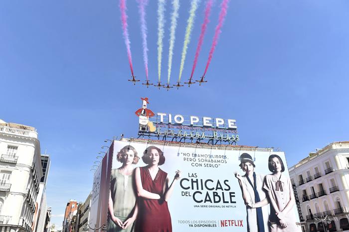 Cartel de 'Las chicas del cable' en el centro de Madrid / GTRES