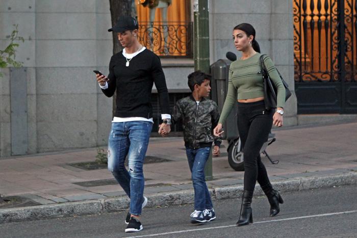 Cristiano Ronaldo junto a Georgina y el pequeño Cristiano en una imagen de archivo / GTRES