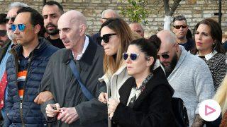 Irene Rosales junto a su familia en el entierro de su madre /Gtres