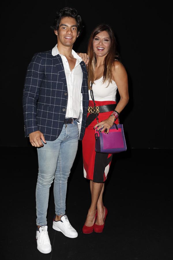 Ivonne Reyes junto a su hijo Alejandro en una imagen reciente / GTRES