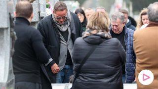 Aurelio Manzano, uno de los más afligidos durante el último adiós a Fran Álvarez / GTRES