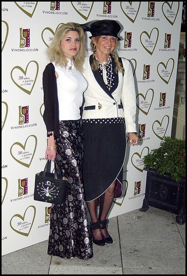 Cristina de Borbón junto a su madre en una imagen de archivo / GTRES