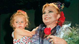 Rocío Flores junto a su abuela, Rocío Jurado, en una imagen de archivo / Gtres