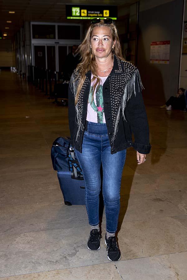Belén Esteban llegando de Tenerife tras unos días alejada de la tormenta mediática que ha desatado la muerte de Fran Álvarez / GTRES