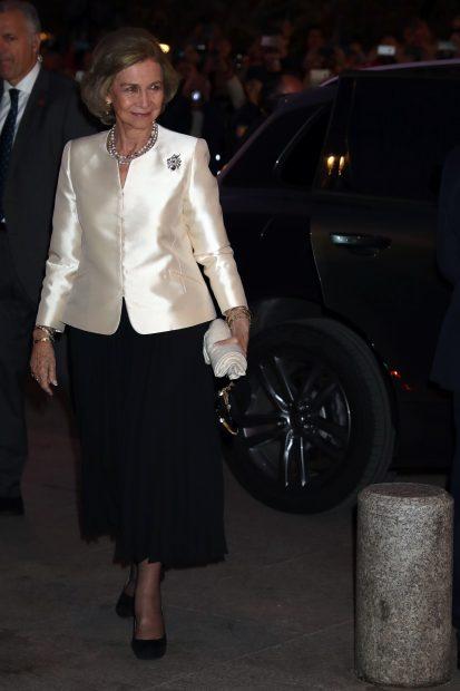 La reina Sofía 'corta' por lo sano: su llamativo cambio de estilo