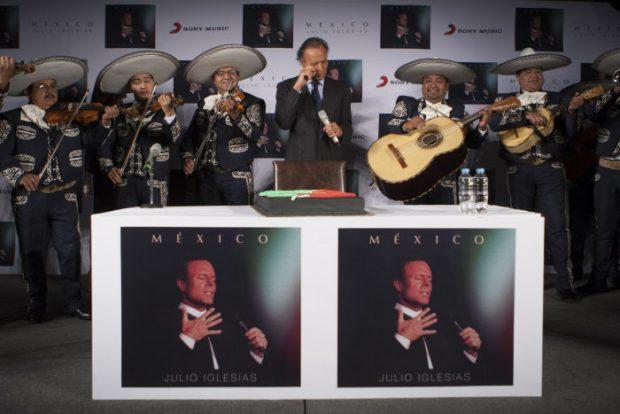 Julio Iglesias promocionando su álbum en México en 2015/Gtres