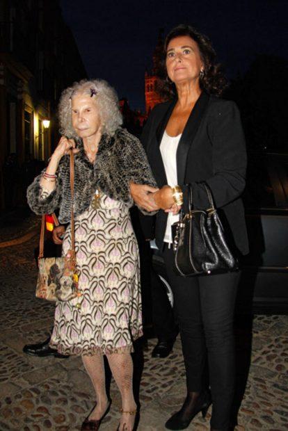 La duquesa de Alba junto a Carmen Tello en una imagen de archivo/Gtres