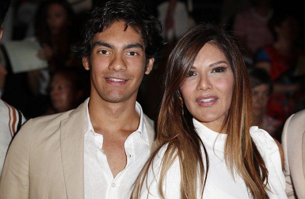 Ivonne Reyes y Alejandro Reyes posan sonrientes ante los focos. Imagen de archivo / GTres