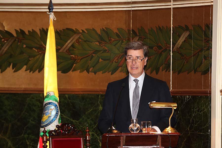 Cayetano Martínez de Irujo durante su discurso tras recibir la Medalla de Honor de la Real Academia Nacional de Medicina / GTRES