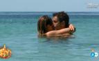 Primera pareja en 'Supervivientes': Hugo Sierra e Ivana Icardi dan rienda suelta a su amor