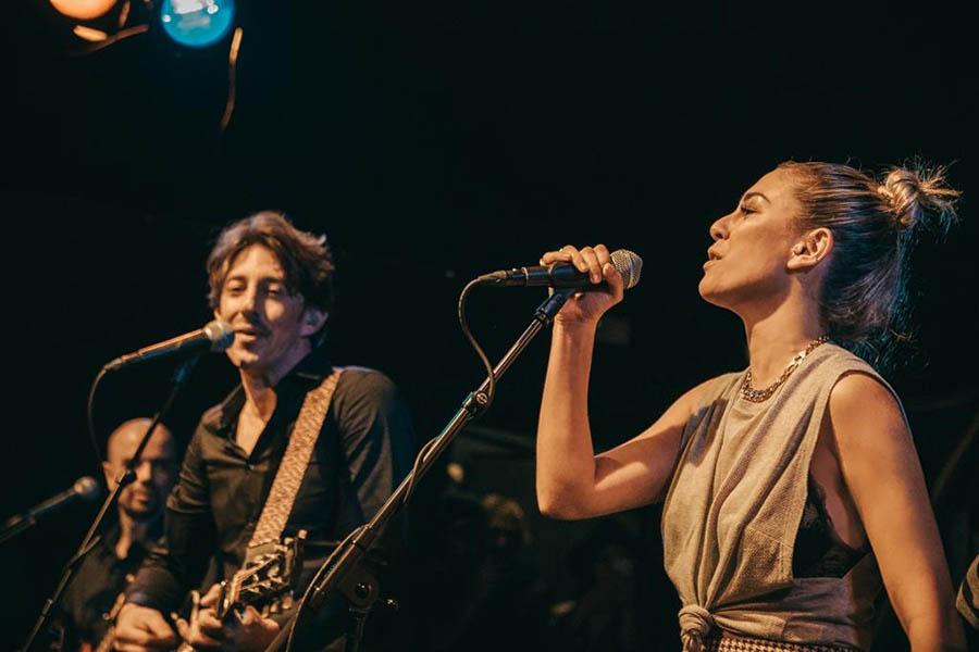 Blanca Suárez cantando junto a Álvaro Tessa / GTRES