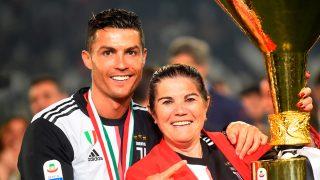 Cristiano Ronaldo y su madre Dolores Aveiro en una imagen de archivo/Gtres