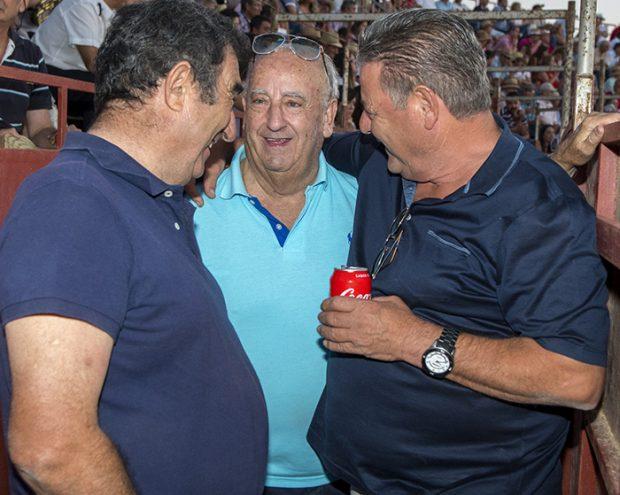 Humberto Janeiro con amigos en una plaza de toros / GTres