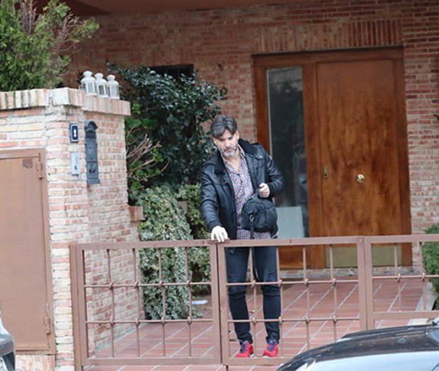 Toño Sanchís abandona la casa en la que ha estado viviendo durante los últimos años / GTres