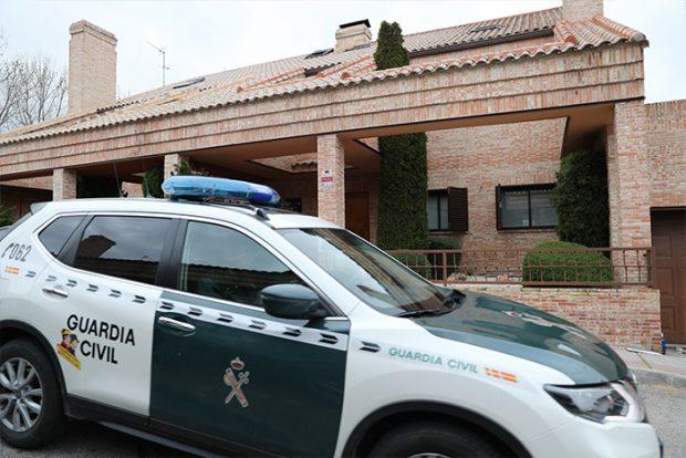 La Guardia Civil llega al domicilio para comprobar que todo está en orden / GTres