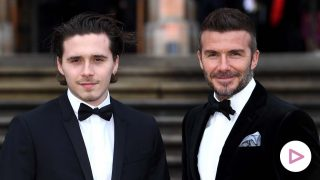 David Beckham y su hijo, Brooklyn Beckham, en la premier del documental 'Our planet', en Londres./ GTRES