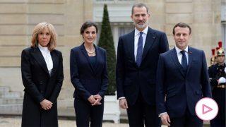 Los Reyes y los Macron a las puertas del Elíseo / Gtres