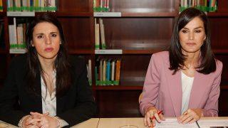 La reina Letizia en su encuentro con Irene Montero / Gtres