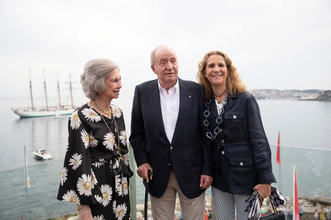 Rey Juan Carlos, reina Sofía y la Infanta Elena