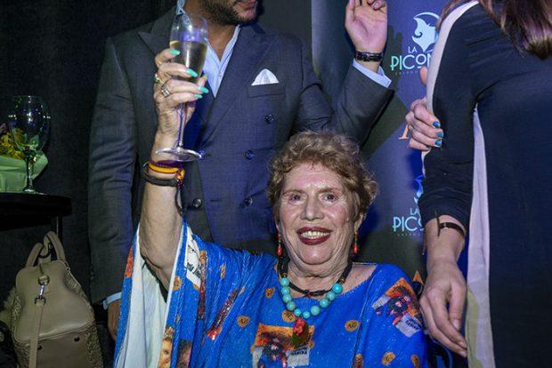 María Jiménez celebró sus 70 años en la pasarela de moda flamenca con un diseño de Aurora Gaviño y rodeada de sus amigos/Gtres