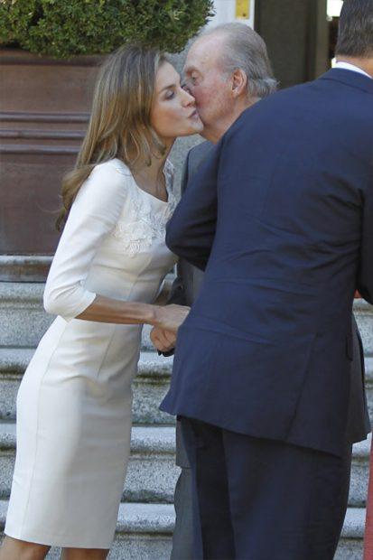 Como protocolo, siempre hemos visto a doña Letizia y el rey emérito muy cordiales el uno con el otro / GTRES