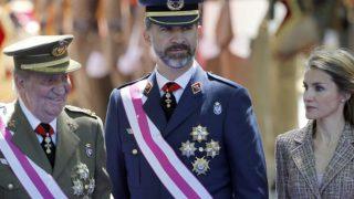 Los Reyes, Felipe VI y doña Letizia con Juan Carlos de Borbón / GTRES