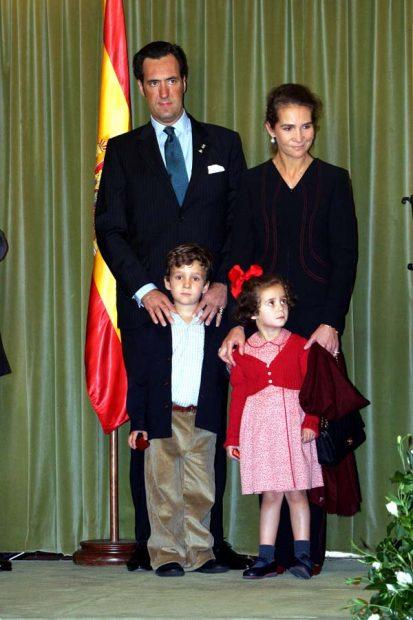 Los padres junto a sus hijos , Felipe Froilán y Victoria Federica. Imagen de archivo / GTRES