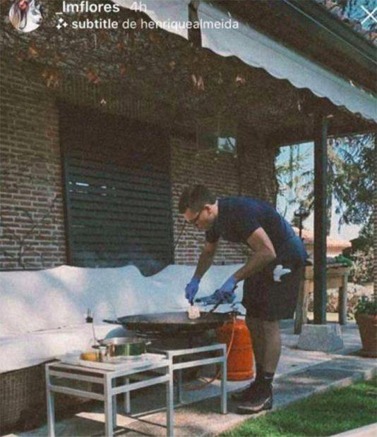 Benji Aparicio preparando una paella/Instagram