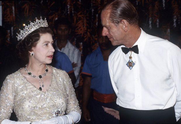 La reina Isabel y Felipe de Edimburgo se conocieron en julio de 1939. Ella tenía 13 años y él tenía 19. Por aquel entonces, era un apuesto cadete de la Real Academia Naval de Darmouth. Allí precisamente se conocieron y se enamoraron al instante/Gtres