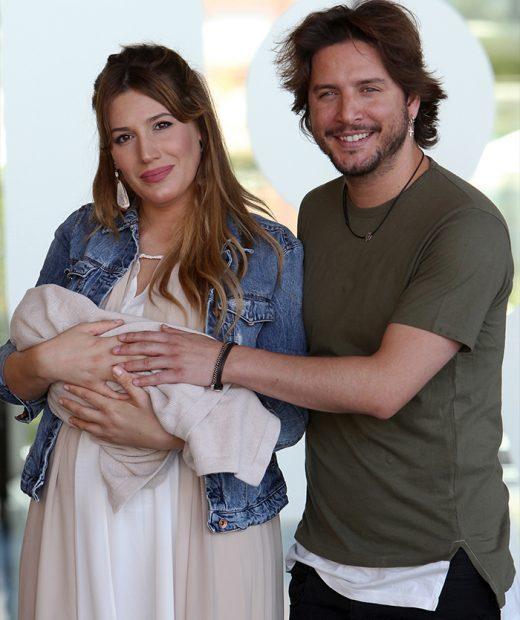 La pareja sonrientes después del nacimiento de su primera hija, Chloe / GTRES