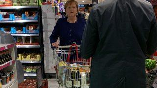 Angela Merkel hace la compra y no se olvida del papel higiénico/Gtres
